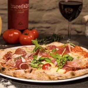 5) Pizzat / Pizzas
